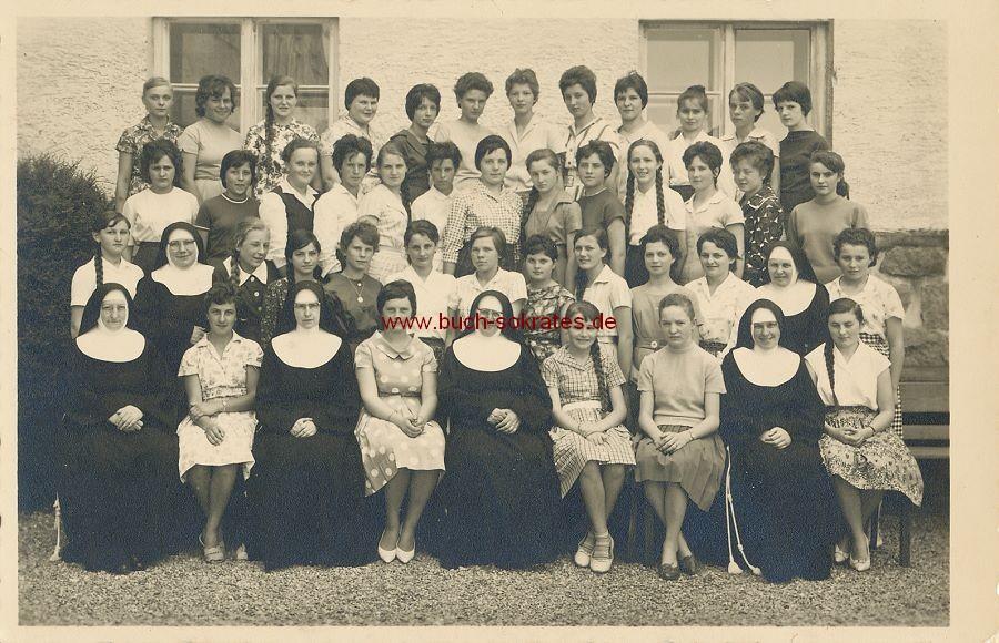 Foto Gruppenbild Gruppe Mädchen / Mädchenklasse aus Ried im Innkreis / Oberösterreich (ca. 1955)