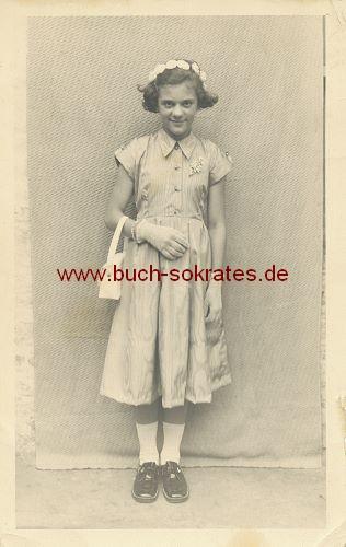 Foto-Postkarte junges Mädchen aus Heerlen zur Kommunion (ca. 1950)