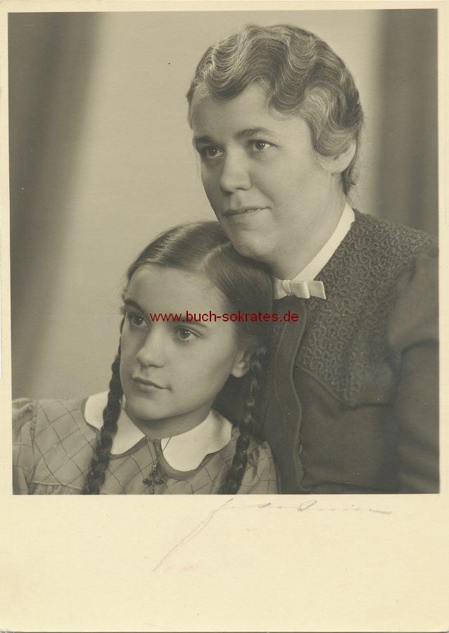 s/w-Foto-Postkarte Schönes Mädchen aus Aachen mit Mutter (ca. 1940)