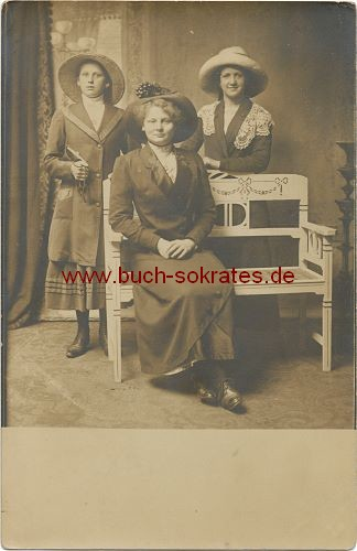 Foto Drei Frauen aus Rotterdam mit großen Hüten (ca. 1910)