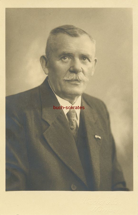 Foto Älterer Mann aus Nürnberg im Anzug mit Krawatte (1941)