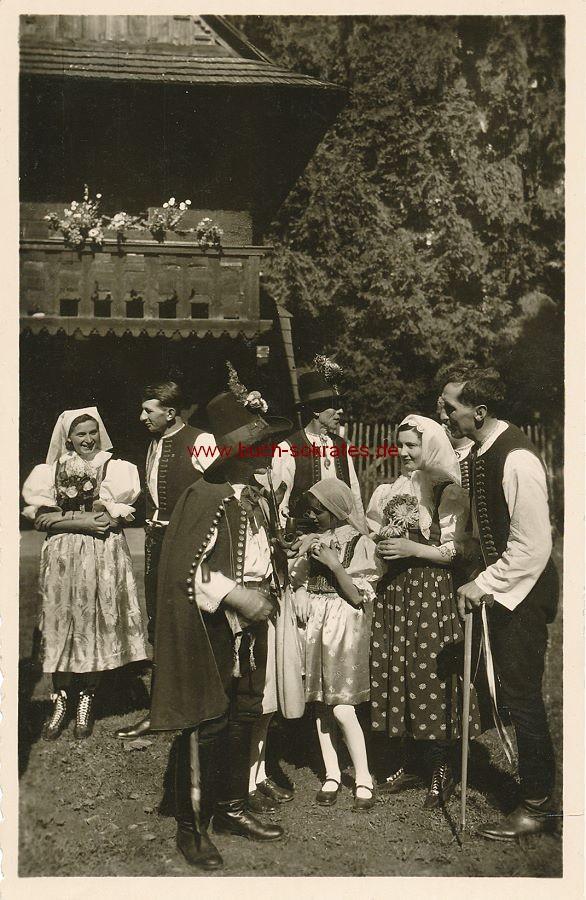 s/w-Foto-Postkarte Mährische Walachen in Trachtenkleidung (ca. 1920)