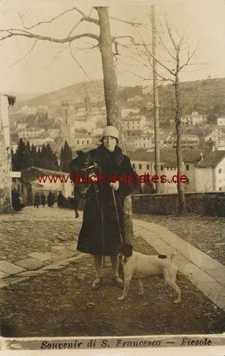 Foto Frau mittleren Alters in Fiesole (1929)